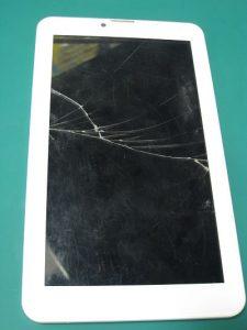 tesla polomljen ekran