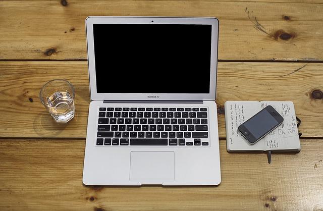 prosuta voda na laptop